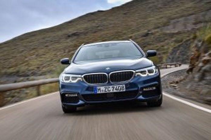 BMW radu 5 Touring z predu