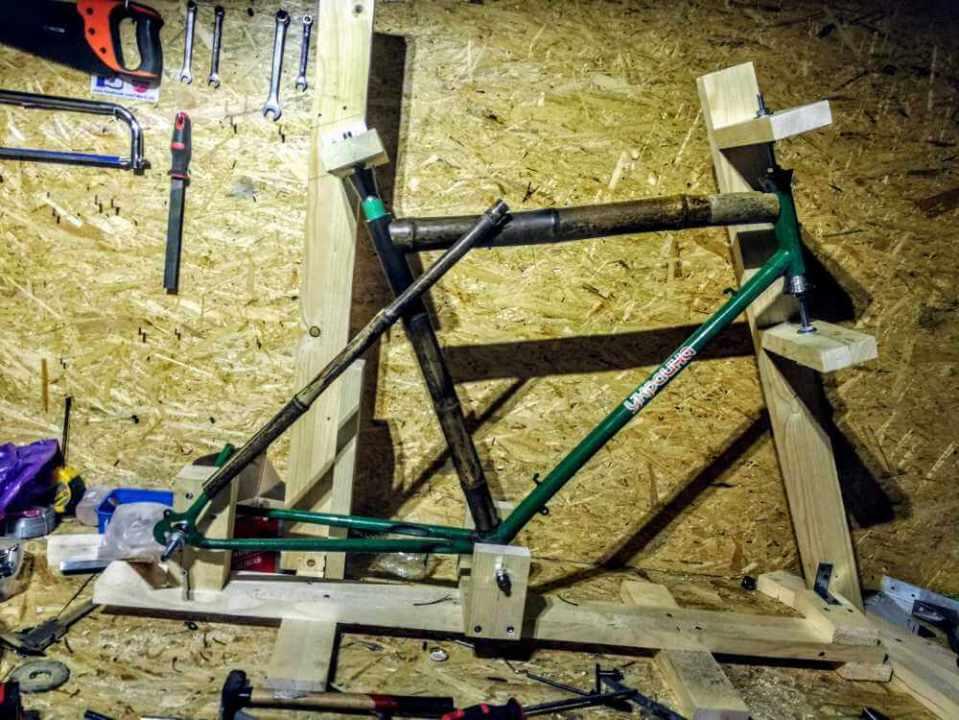 montaż bambusowych tyczek przymierzam tylny trójkąt