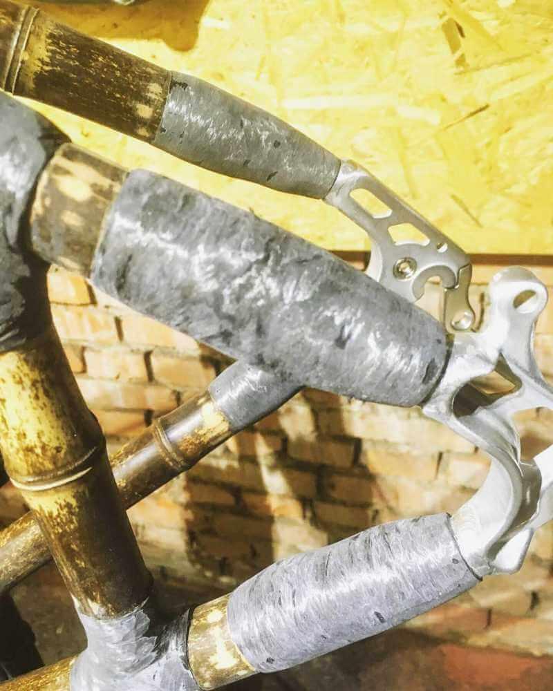 szlifowanie i malowanie ramy rowerowej z bambusa szlifowane elementy roweru z bambusa 03
