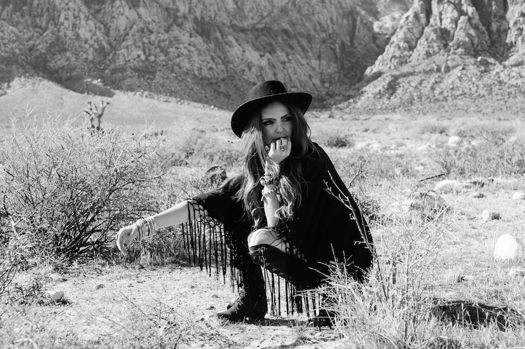 boho-bunnie-johnny-was-jeffrey-campbell-mexican-blanket-western-fashion-blogger-kimono-fringe 15