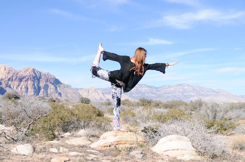 mal-wingostarr-jewelry-yoga-pants-mala-boho-fashion-blogger-desert-red-rock-horn-necklace 6