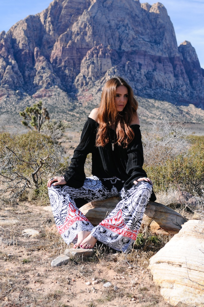 mal-wingostarr-jewelry-yoga-pants-mala-boho-fashion-blogger-desert-red-rock-horn-necklace 9