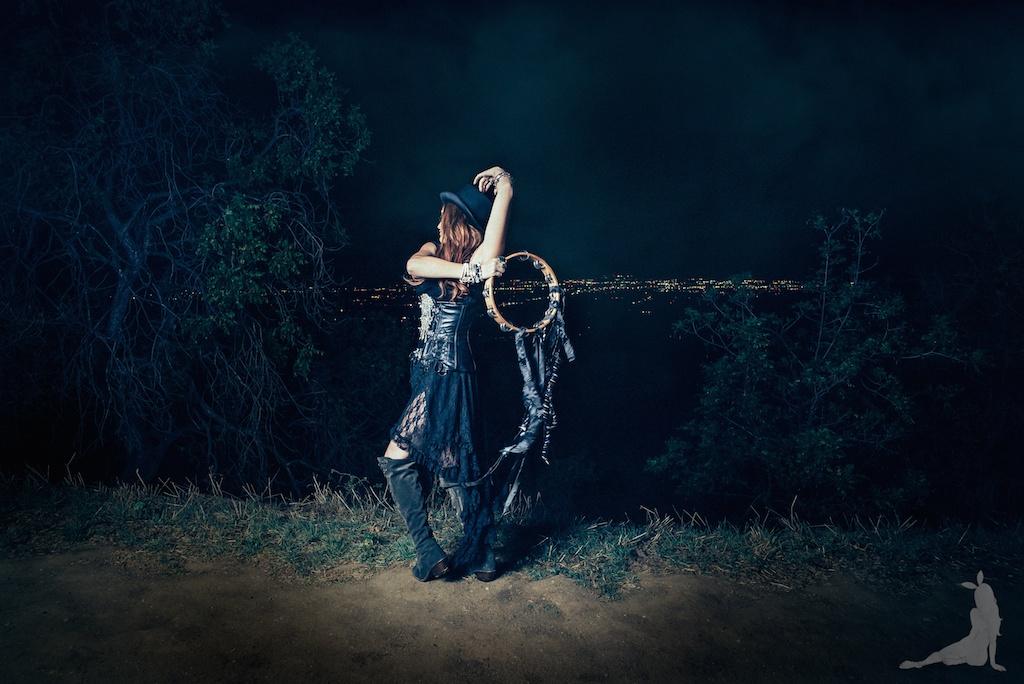 violet-vixen-corset-stevie-nicks-top-hat-rock-fashion-smoke-bomb-boho-blogger-fleetwood-mac 12 (1)