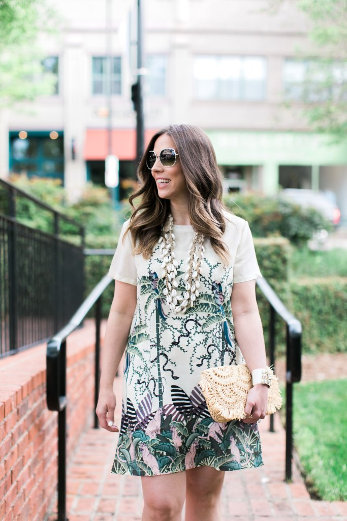 ACCESSORIZING WITH NEUTRALS