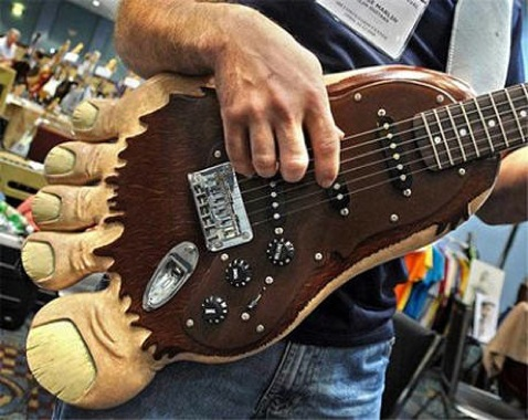 Images Product-News Guitar Feb09 Outrageous Bigfoot-460-100-460-70