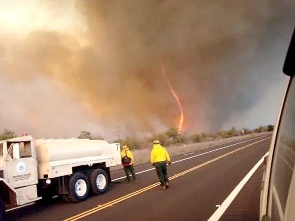 Wpf Media-Live Photos 000 255 Cache Fire-Tornadoes-Burnado-Hawaii 25569 600X450