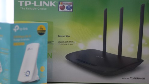 Router și Range Extender TP-LInk. FOTO Adrian Boioglu