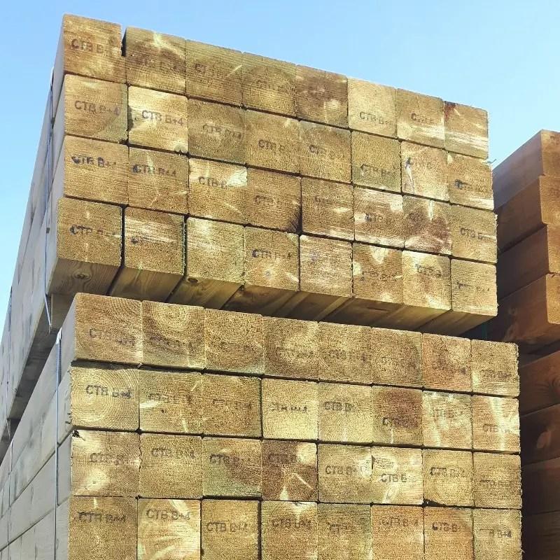 poteaux en bois pour construction et