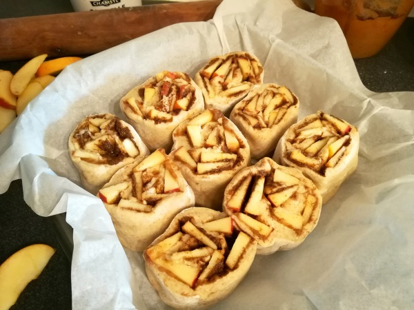 Rustic Apple Cinnamon Rolls, healthy, au levain