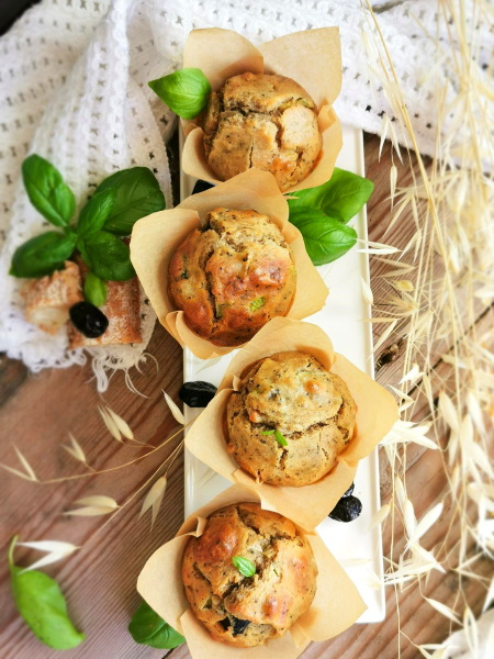 Muffins courgette, chèvre, olives & levain