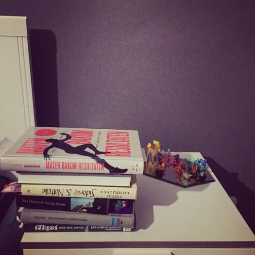 Böcker på mitt nattduksbord