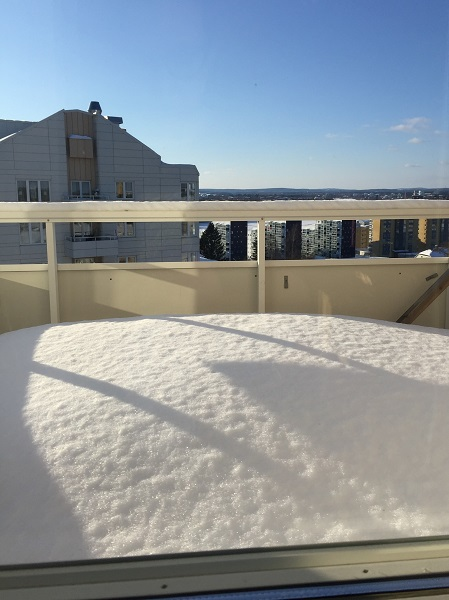 Snö på balkongen