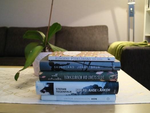 Hyllvärmare: Hon, Den felande länken, Skuggland, Kungens födelsedag, Bokcirkeln vid livets slut