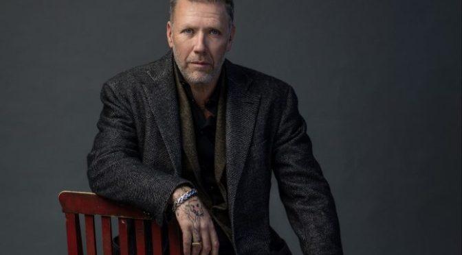 Mikael Persbrandt lanserer bok