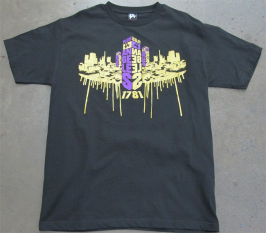 https://i1.wp.com/www.boldscreenprinting.com/wp-content/gallery/thumbnails/gold-metallic-drips-shirt.jpg?resize=532%2C467
