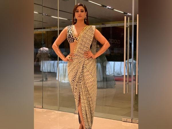 Shweta Tiwari In A Saree At Gold Awards