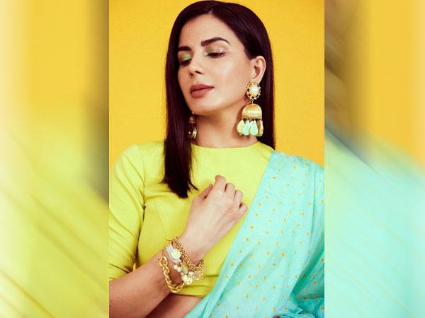 Kirti Kulhari In Multi Neon Shades Saree