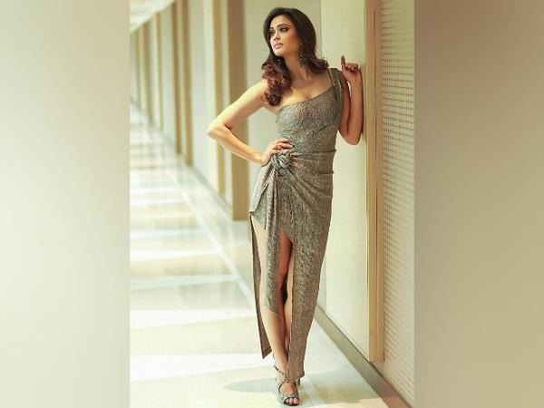 Shweta Tiwari In A Classy Silver Dress