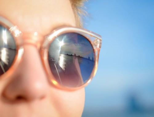 occhiali da sole per proteggere gli occhi