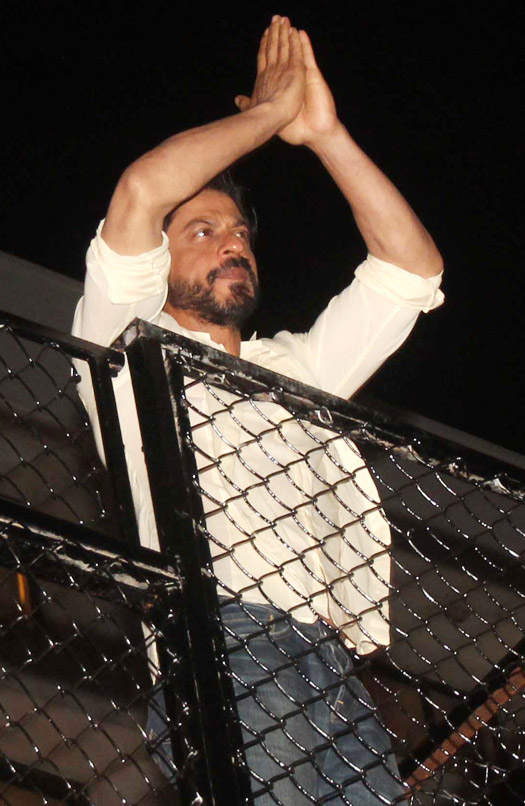 catch-the-pictures-of-srk-celebrating-his-50th-birthday-2