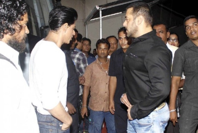 Salman-Khan-Shahrukh-Khan-on-the-sets-of-Bigg-Boss-9-740x495