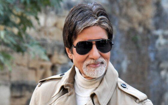 Bollywood acteur Amitabh Bachchan roept fans op thuis te blijven