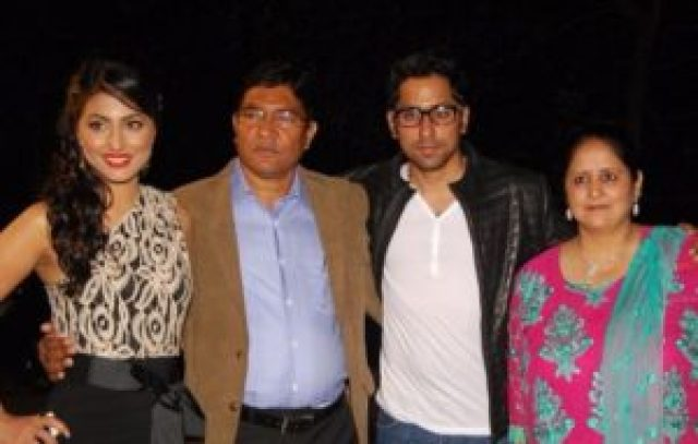 Hina-Khan-family