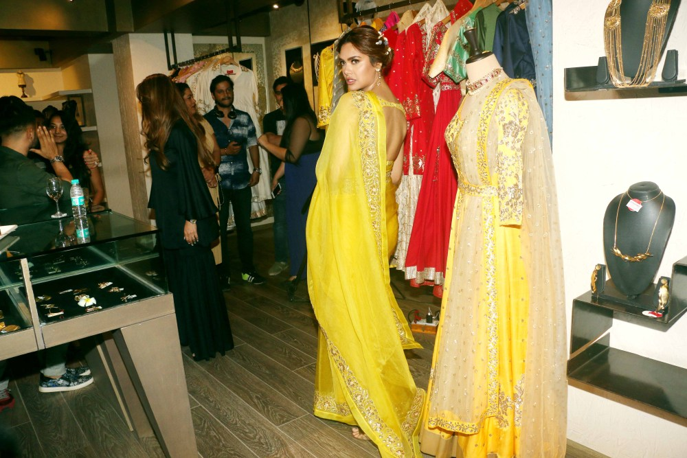 Esha Gupta, sister, Neha Gupta, festive collection
