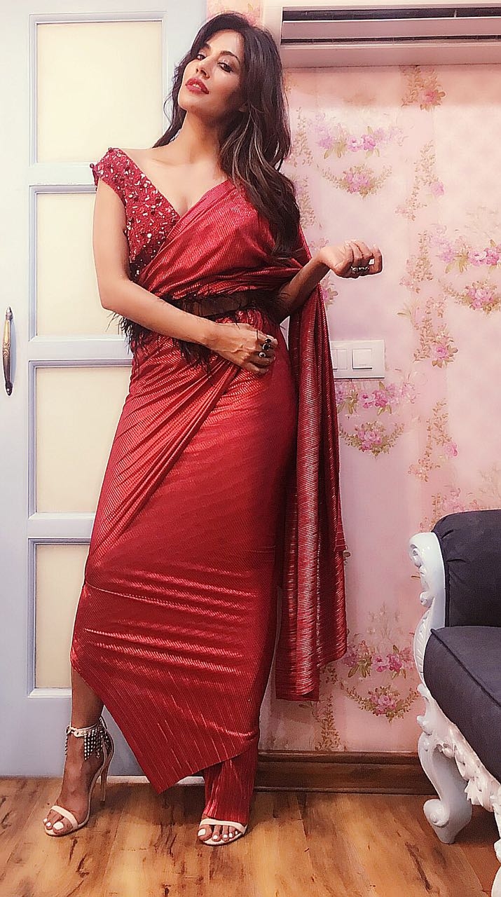 e667c396b01305 If the belt was not enough to make the outfit look ultra chic,  Chitrangada's look had an edge with her saree ending with a slit.