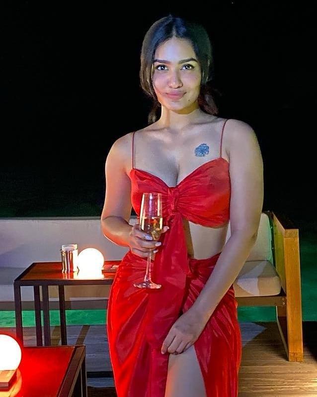 South Indian Malayalam Hot Actress Saniya Iyappan