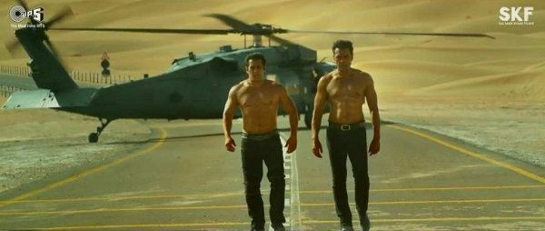 """[Video] When Salman Khan called Bobby and asked """"Shirt Utarega Kya?"""" – here's the story behind this shirtless scene from Race 3"""