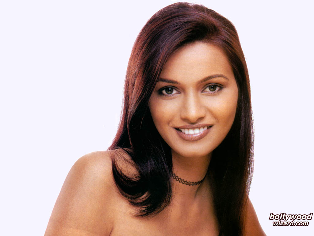 """//www.bollywoodwizard.com/1024x768/diana_hayden_001_1024x768_gdgr.jpg"""" cannot be displayed, because it contains errors."""