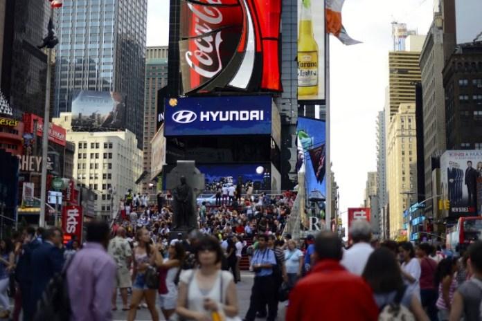 Painel da Times Square durante o dia