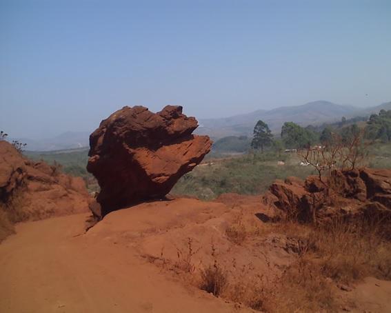 Pedra do Equilíbrio em Lavras Novas