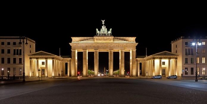 Portão de Brandemburgo é o cartão postal de Berlim