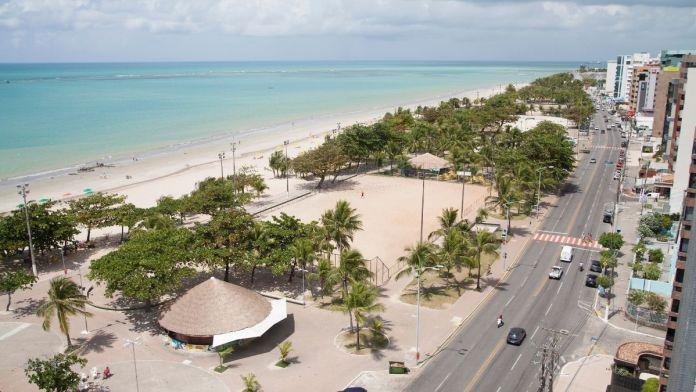 Vista aérea do litoral da praia de Pajuçara