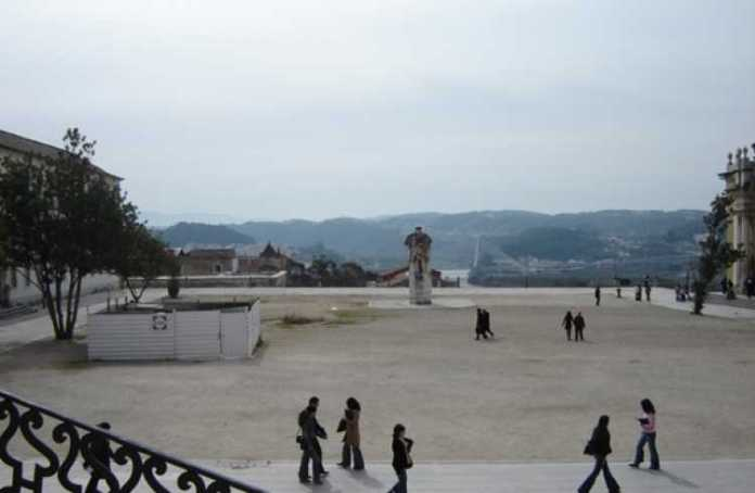 Coimbra abriga a mais famosa universidade portuguesa e uma das mais antigas do mundo