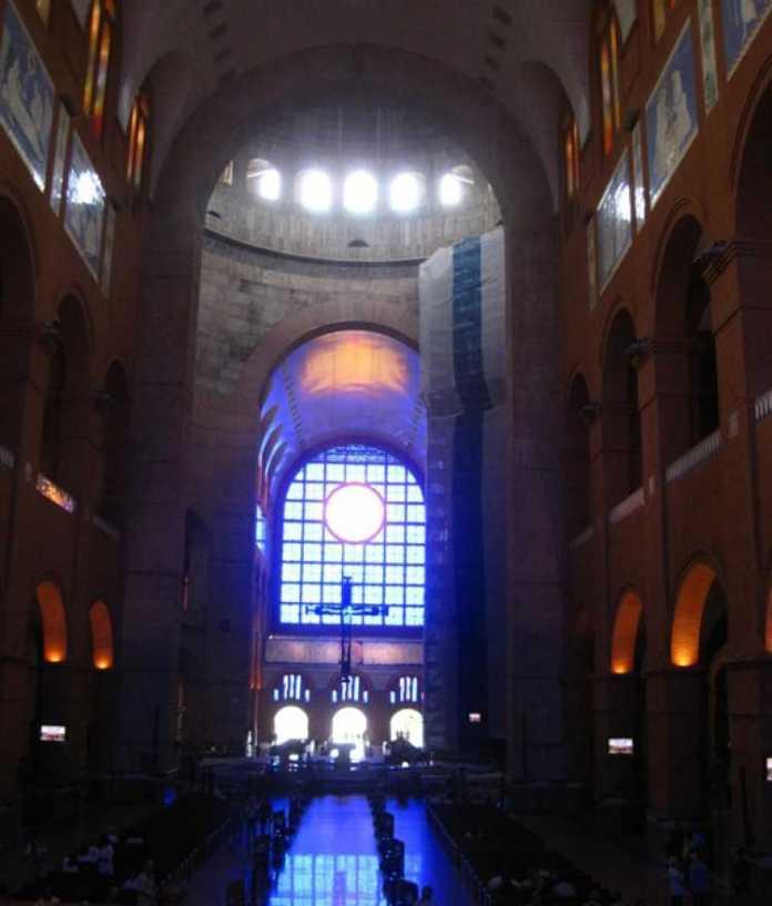 Imagem da parte de dentro do Santuário