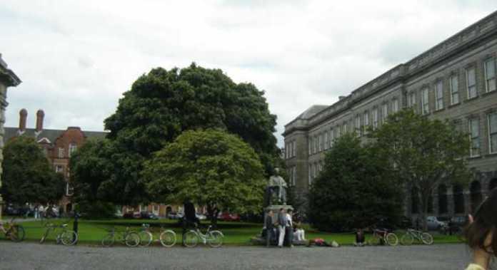 Foto da universidade mais importante da Irlanda