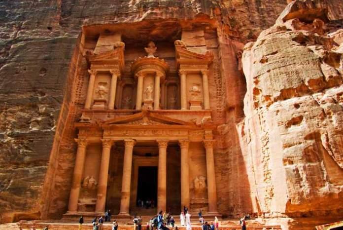 Petra na Jordânia é um dos lugares que são simplesmente incríveis para se visitar