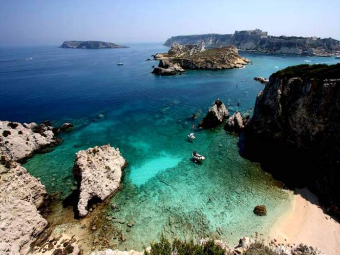 Ilha Capraia, Itália é uma das ilhas paradisíacas