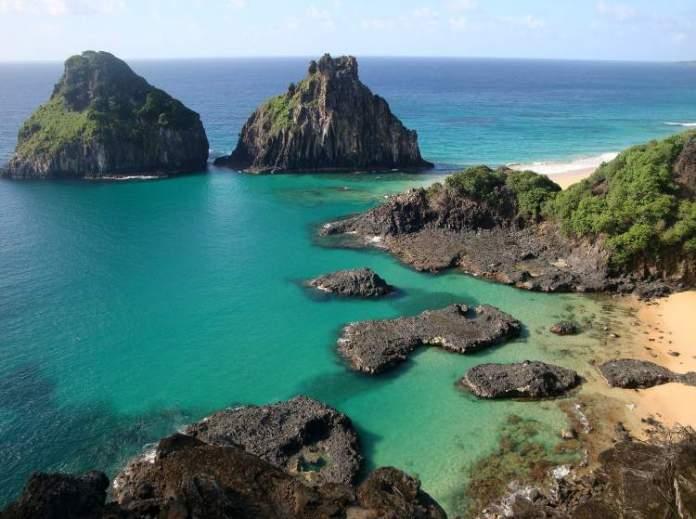 Baía dos Porcos em Fernando de Noronha é uma das melhores praias de Pernambuco