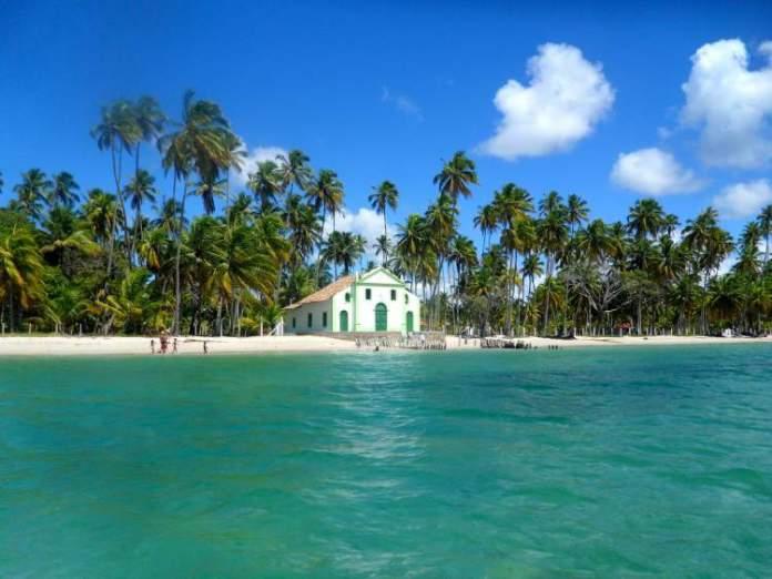 Praia dos Carneiros em Tamandaré é uma das melhores praias de Pernambuco