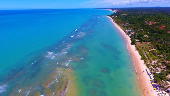 Vista aérea da praia de Arraial d'Ajuda, Porto Seguro, Bahia.