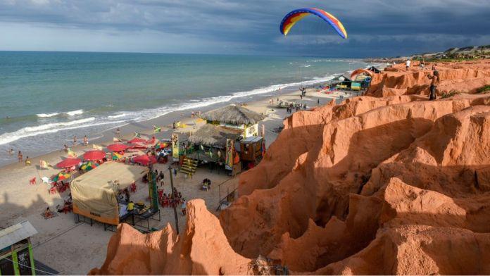 Praia de Canoa Quebrada é uma das praias mais paradisíacas do nordeste