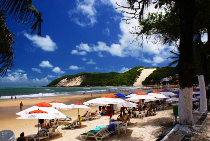 Visitar a praia de Ponta Negra
