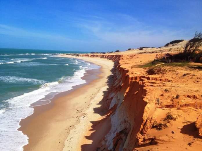 Canoa Quebrada no Ceará é uma das praias mais bonitas do Brasil