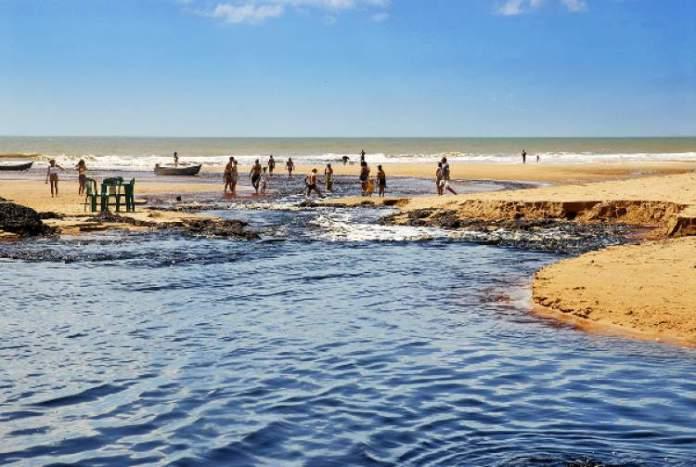 Conceicao-da-Barra-Espirito-Santo-possui-praia-com-as-hospedagens-mais-baratas-e