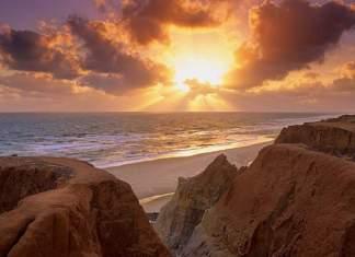 Morro Branco é uma das praias mais bonitas de Fortaleza