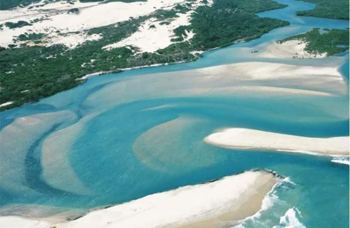 Praia Porto das Dunas é uma das praias mais bonitas do Ceará